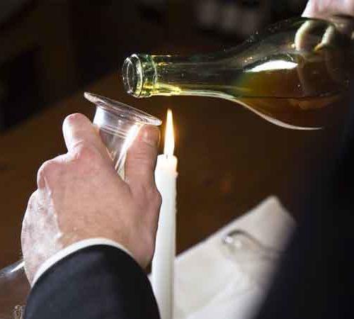 Wanneer moet je een fles wijn decanteren?